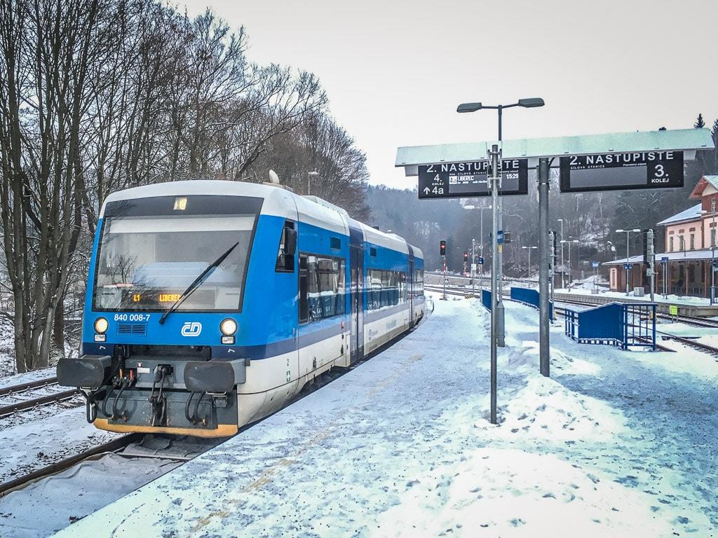 Triebwagen Ceske Drahy Bahnhof Tanvald Winter