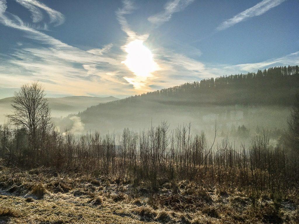 Zackenbahn Tal Nebel Winter