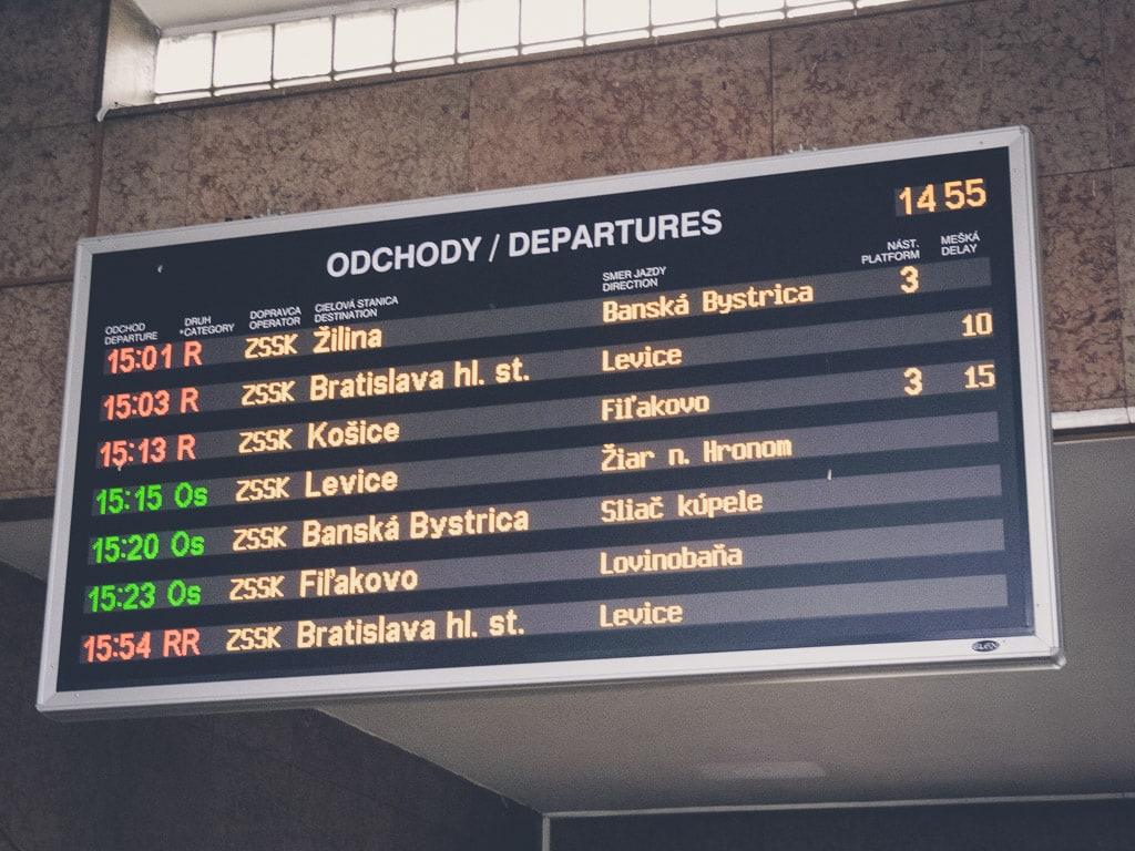 Abfahrtstafel Bahnhof Zvolen