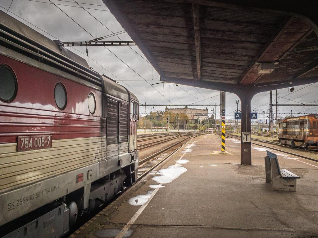 Lokomotive Taucherbrille im Bahnhof Zvolen