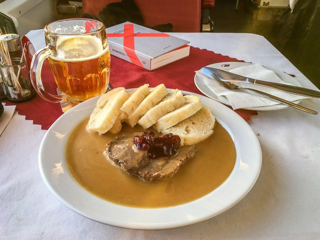Lendenbraten im tschechischen Speisewagen