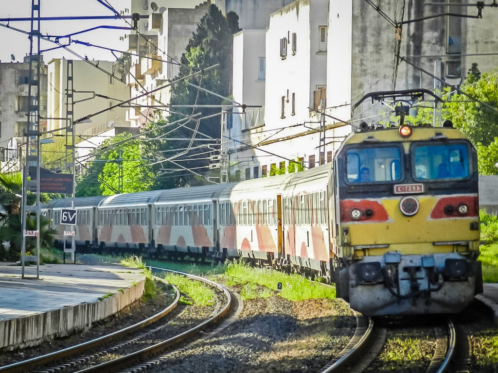 Bahnhof Mèknes Marokko Einfahrt Zug Tanger