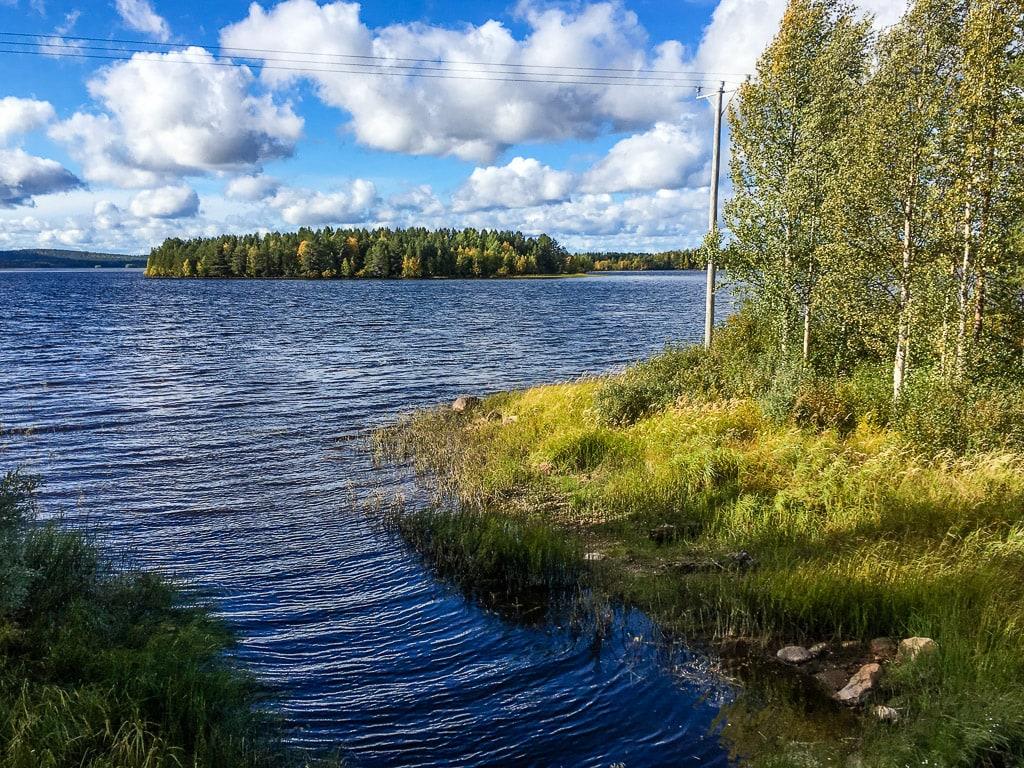 Blick auf dem See zwischen Kemijärvi und Isokylä in Lappland