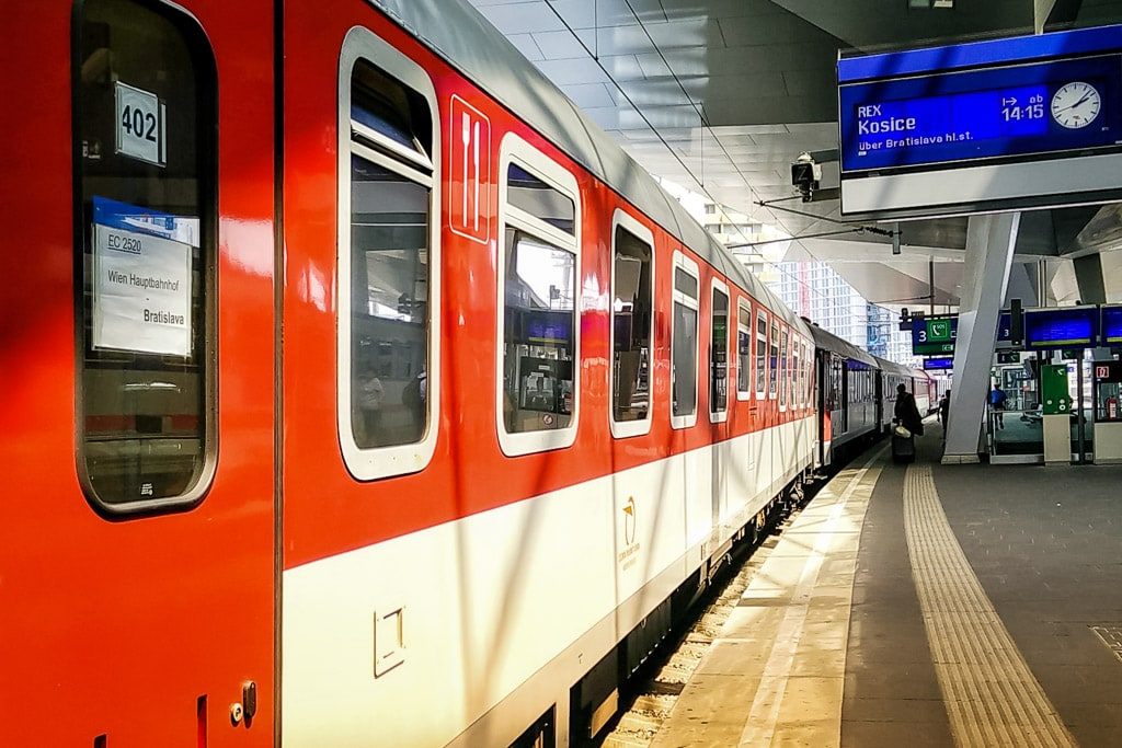 Intercity Wien-Košice mit slowakischem Speisewagen