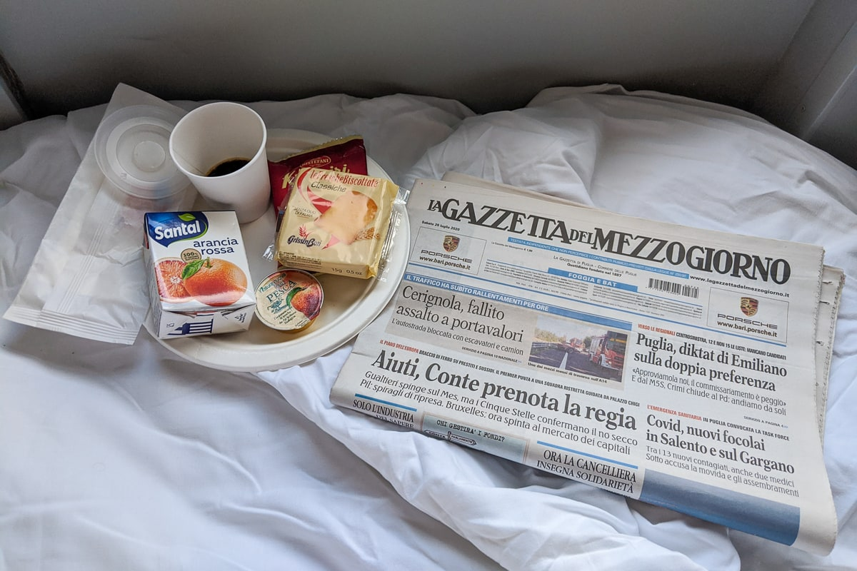 Intercity Notte Nachtzug Italien Frühstück