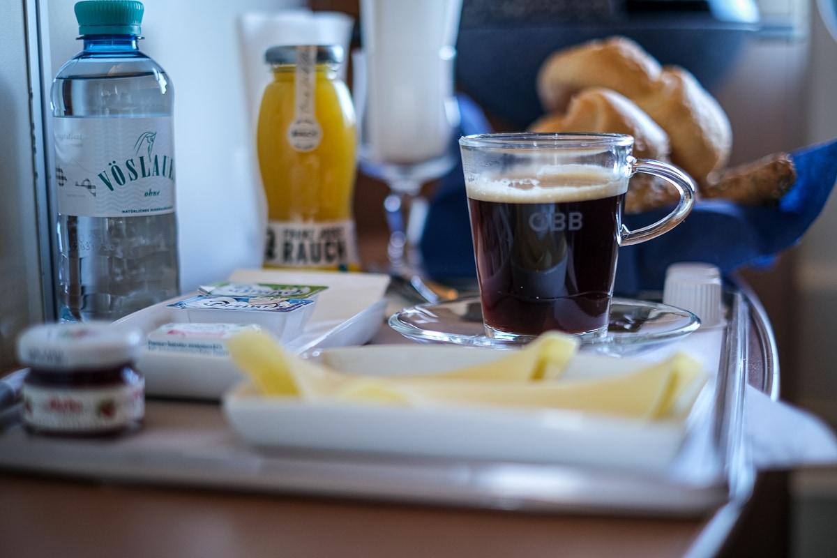 Frühstück im Schlafwagen ÖBB Nightjet